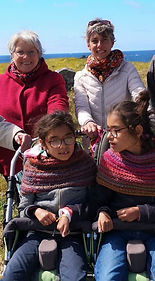 Sophie Lise Zia et Angèle en Bretagne.jpg