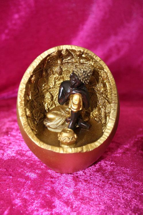 Bouddha dans grotte lumineuse