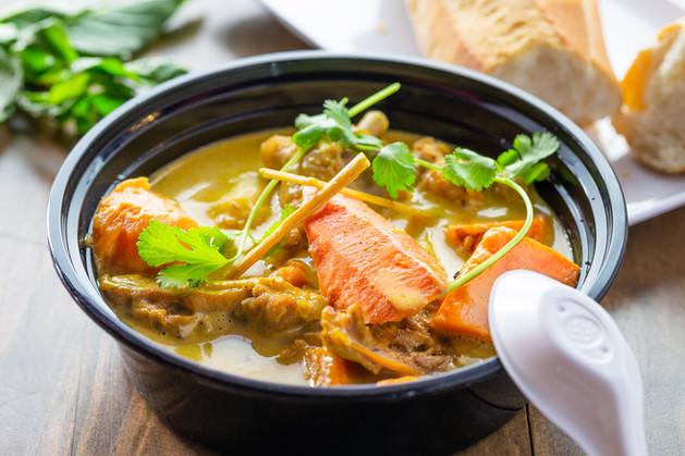 Vietnamese Chicken Curry with Baguette.j