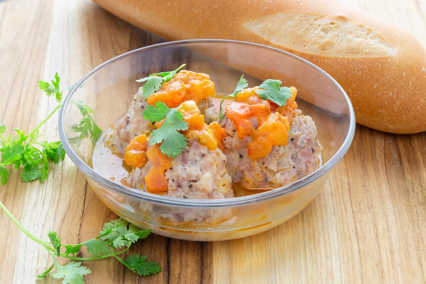 Stewed Meatballs with Baguette (3).jpg