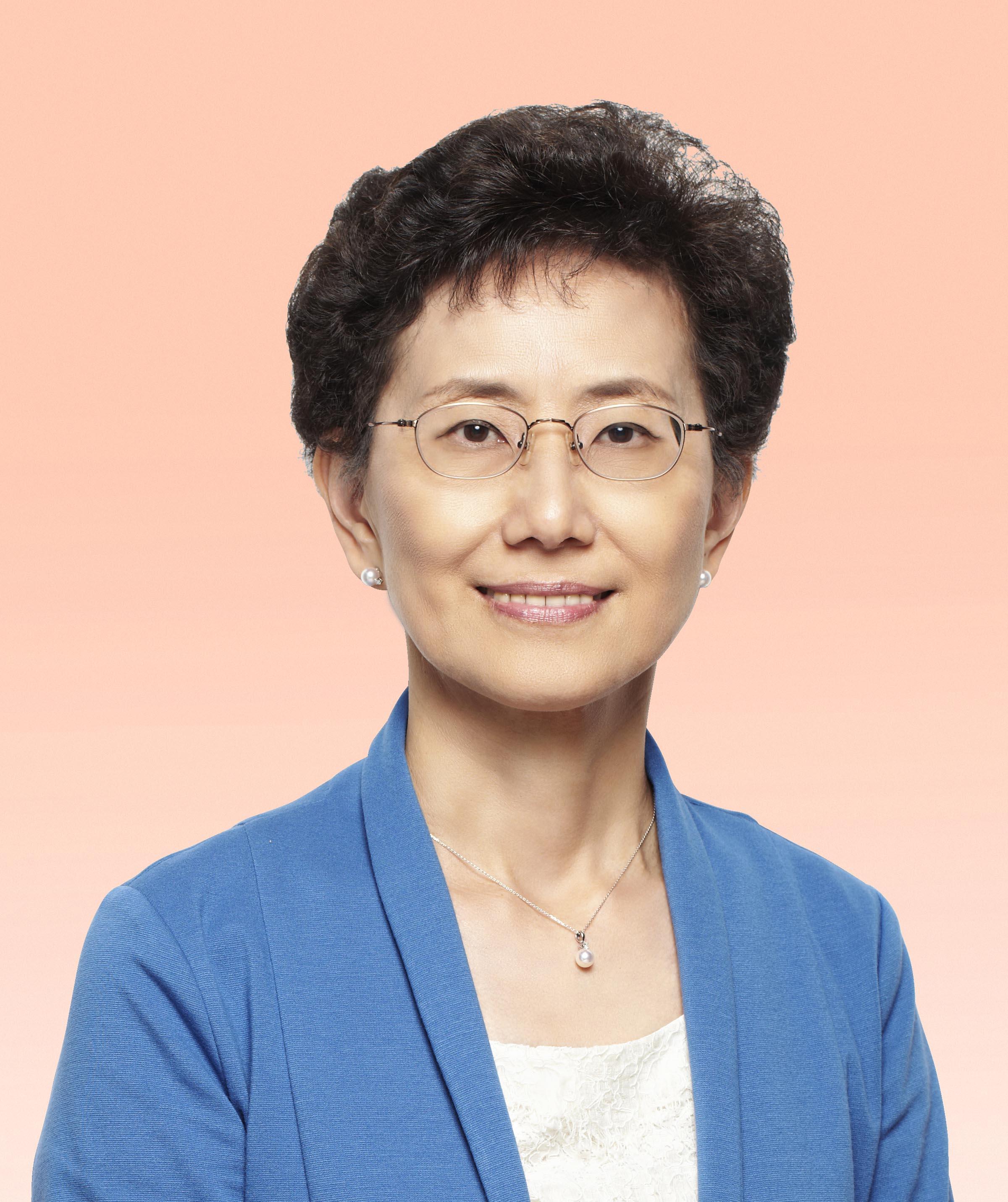 譚小瑩女士