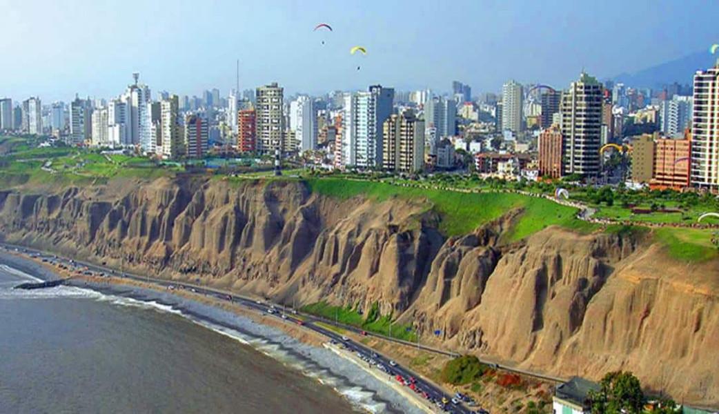 Lima Parasailing.jpg