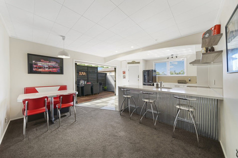 Retro dining and kitchen