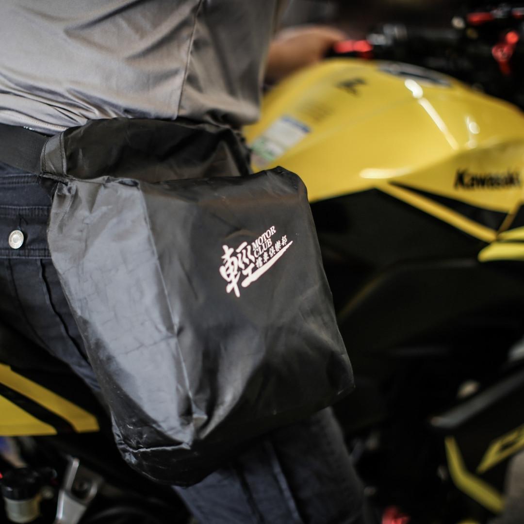 著裝專用雨衣後的輕檔騎士腿包