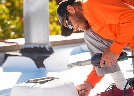roofer-installs-tpo-roofing-1000-1000x67