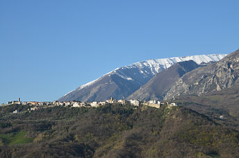 Your very own Italian hilltop town view from Casa della Zia