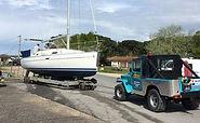 Sortie d'eau et mise à l'eau sur ber hydraulique  Démâtage avec chariot manuscopique 12 mètres  Travaux sur mat  Transport bateaux