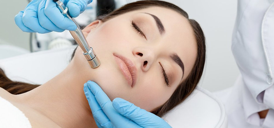 How-Microdermabrasion-Works-For-Acne-Sca