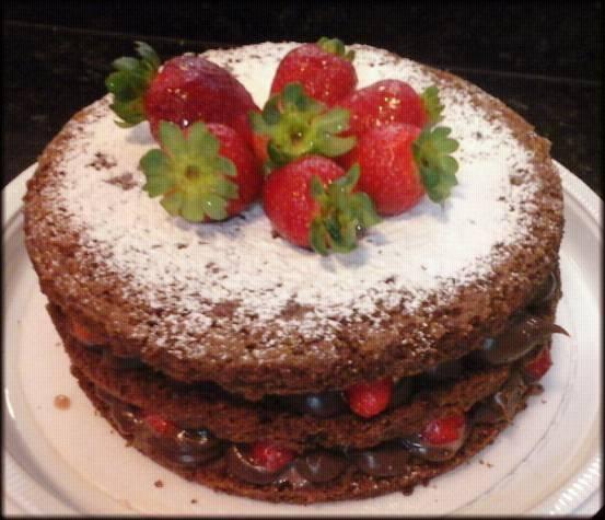 Naked Cake Brigadeiro com Morangos