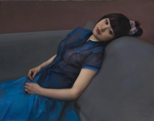 Ragazza con vestito blu