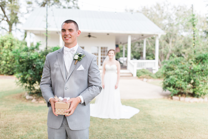 5 Reasons Why You Should Have a First Look on Your Wedding Day