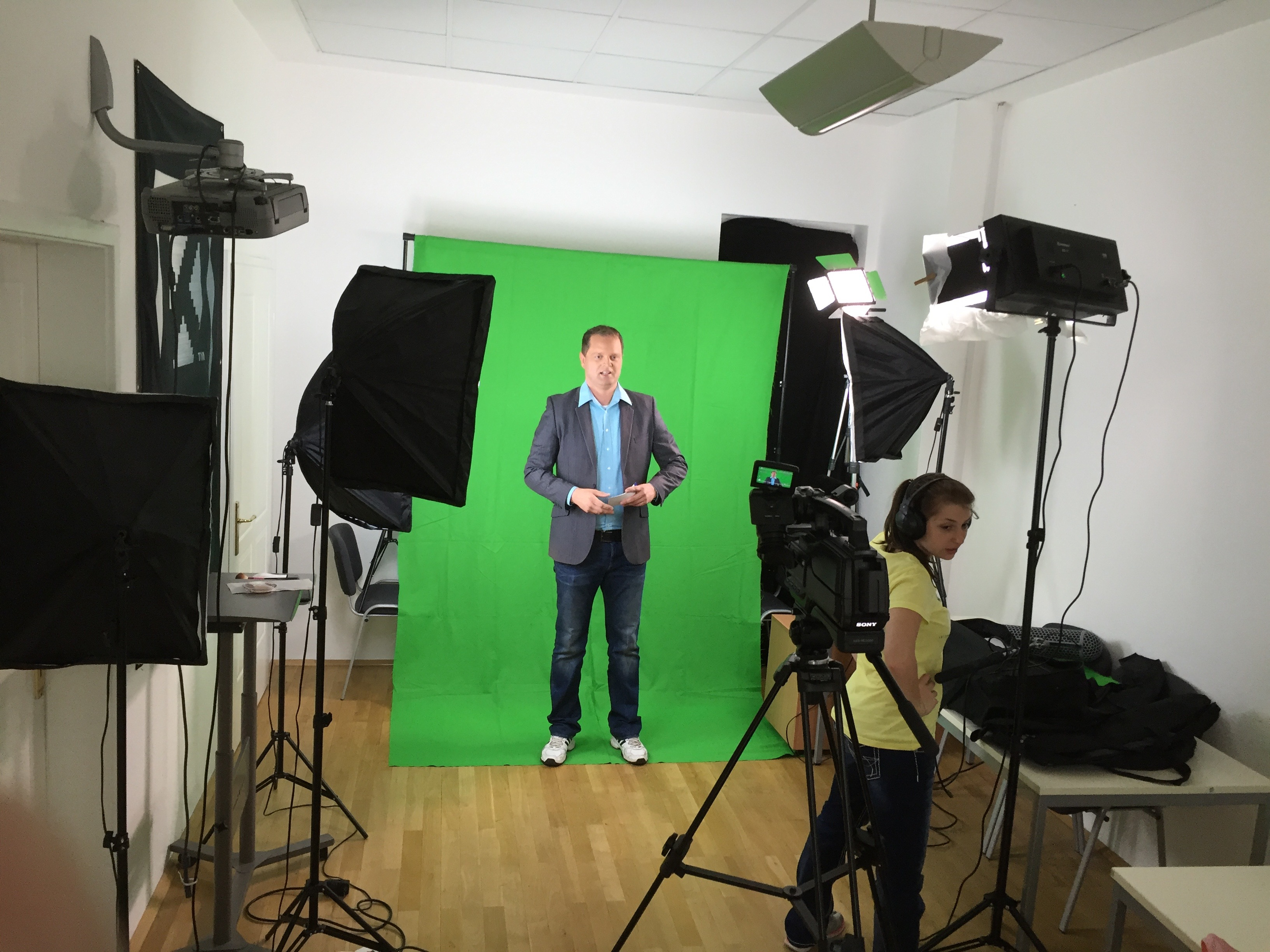 Anmoderation vor Greenscreen