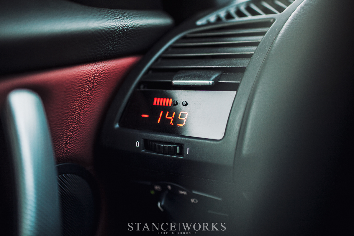 antoine-spignardo-e82-bmw-135-interior-boost-gauge