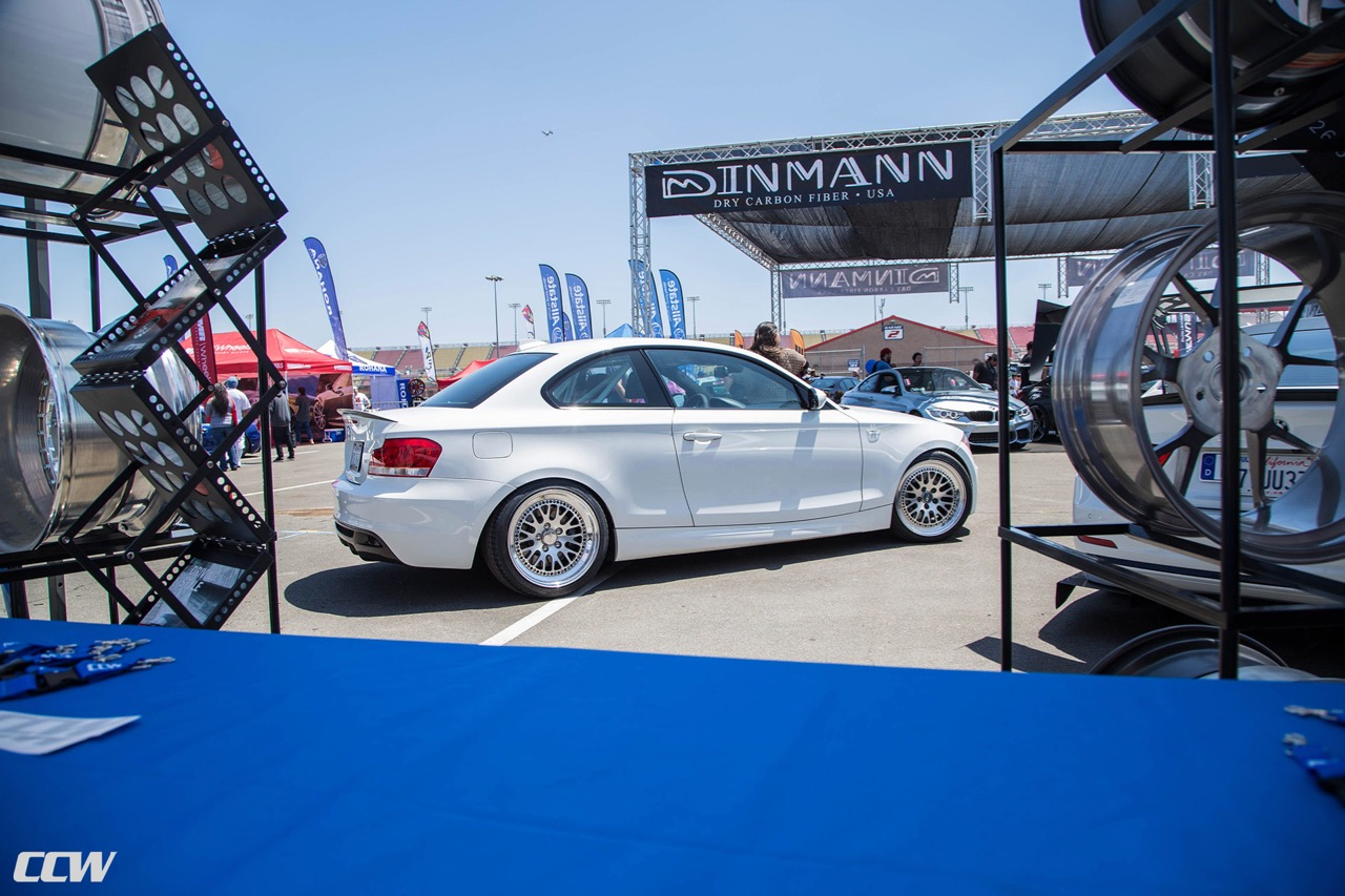 bmw-135i-alpine-white-modified-aftermarket-race-wheels-ccw-classic-bimmerfest-2018-j