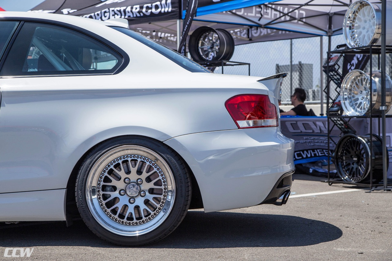 bmw-135i-alpine-white-modified-aftermarket-race-wheels-ccw-classic-bimmerfest-2018-o