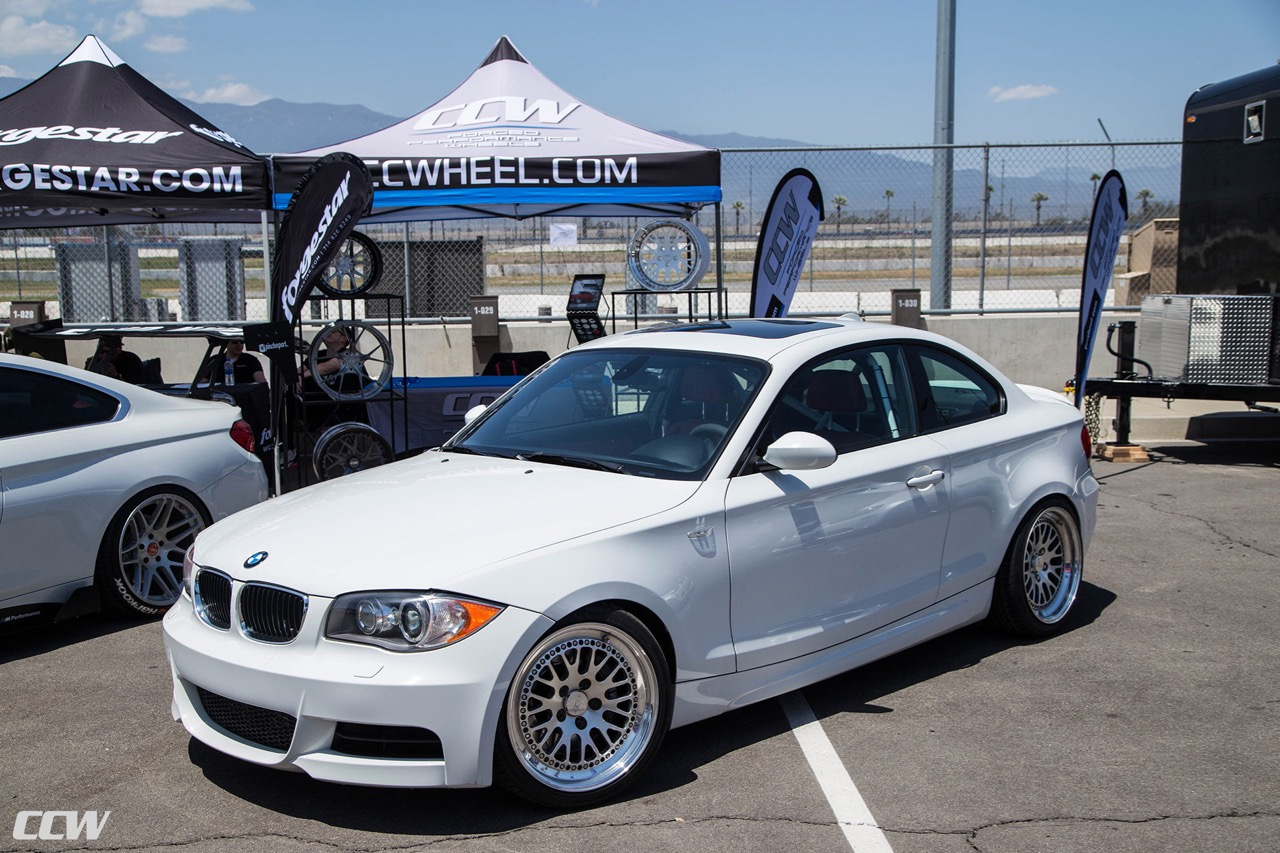 bmw-135i-alpine-white-modified-aftermarket-race-wheels-ccw-classic-bimmerfest-2018-n