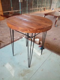 Round table with iron (hz-425) leg from