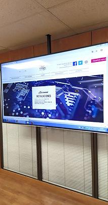 Instalación de pantalla al techo