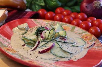 IMG_3510.JPG Erfrischener Gurkesalat mit roter Zwiebel, gesund, durstlöschend, schnell