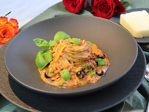 IMG_9084.JPG Pasta mit Anchovis, Tomaten und schwarzen Oliven