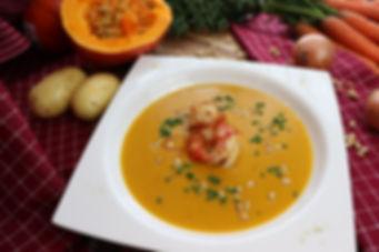 IMG_0218.JPG Scharfe Hokkaido Kürbis Suppe mit Riesengarnelen