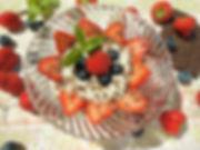 DSCI7167.JPG Sahnequark mit Erdbeeren