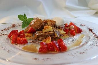 IMG_1560.JPG Apfelpfannkuchen mit Erdbeersalat
