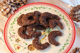 IMG_8786.JPG Schokoladen Kipferl mit Dinkel Vollkornmehl und Haselnüssen