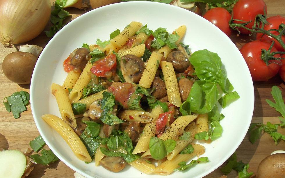 vegetarisch, Pasta mit Champignons und Tomaten