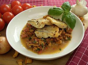 DSCI8350.JPG Zanderfilt auf Pfifferlings-Tomaten-Bruschetta