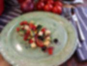IMG_3337.JPG Mediterraner Salat mit Fetakäse, Gurken, Tomaten, schwarzen Oliven