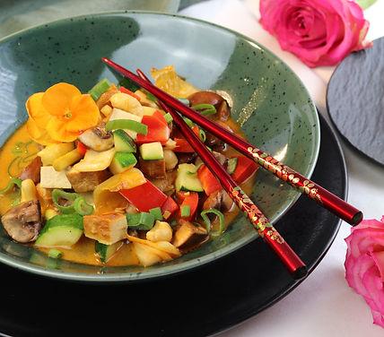 IMG_9198.JPG vegan   fleischlos   Tofu   gesund und köstlich   Wok   Gemüse Wok mit Räucher Tofu