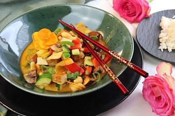 IMG_9198.JPG vegan | fleischlos | gesund und köstlich | Wok Gericht | Gemüse Wok mit räucher Tofu | Tofu