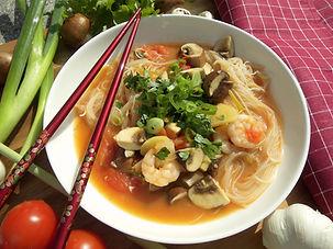 DSCI8267.JPG Scharfe asiatische Suppe mit Garnelen