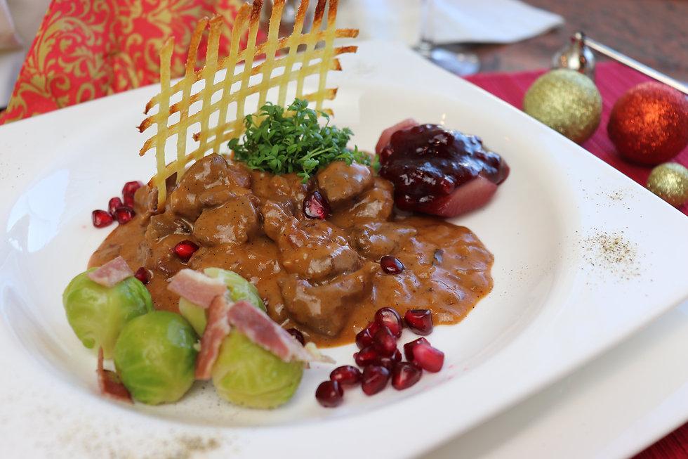 IMG_0414.JPG Hirschragout | Rotweinsauce | Rosenkohl | gesund und köstlich
