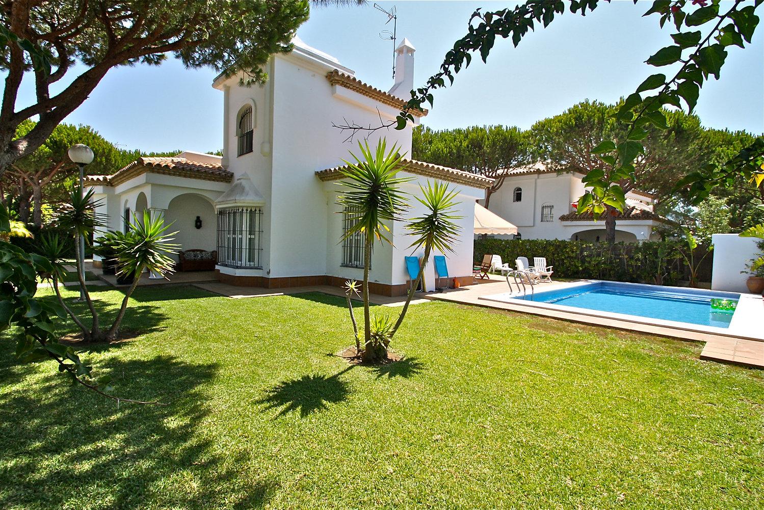 garden-holiday-home-pool-refv74.JPG
