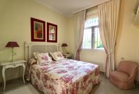 double-bedroom-view-garden-ref40.jpg