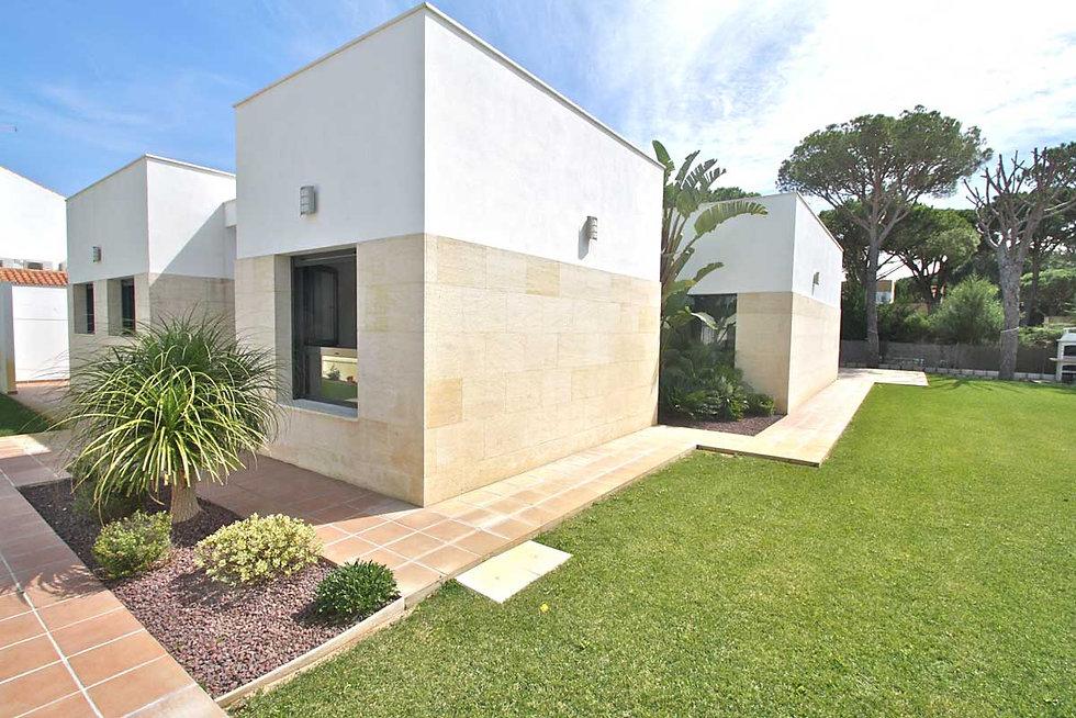 luxury-moderrn-villa-garden-refv51.jpg