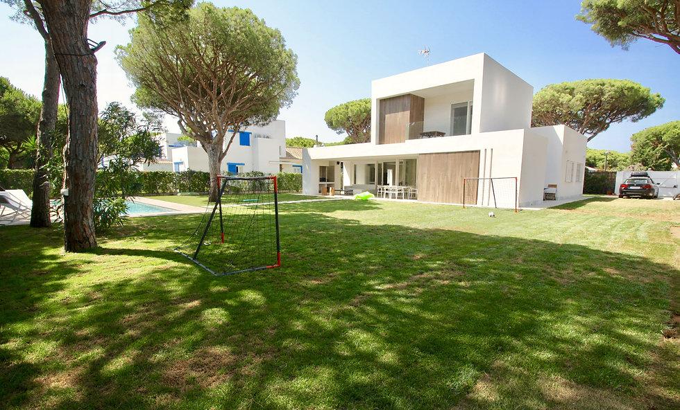 plot-luxury-villa-garden-ref30.jpeg