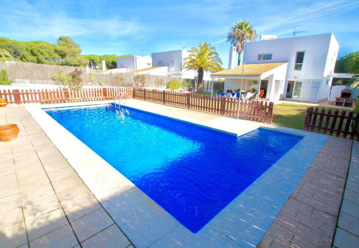 fenced-pool-modern-property-refv50.jpg