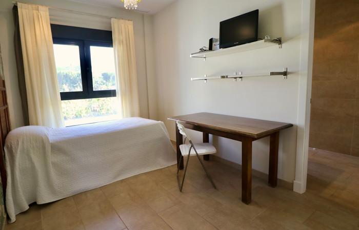single-bed-desk-bedroom-ref159jpg