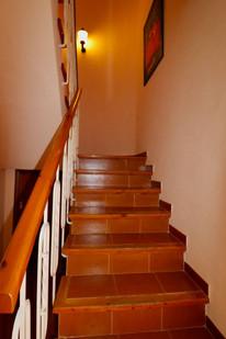 staircase-second-floor-ref06.jpg