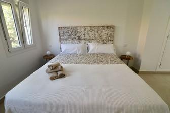 bedroom-modern-double-bed-ref185.jpg