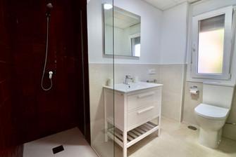 modern-luxury-bathroom-ref185.jpg