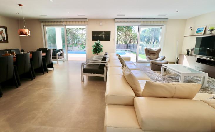 huge-living-room-pool-ref13jpg