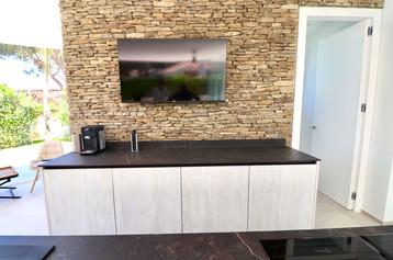 televison-kitchen-view-garden-ref18jpg