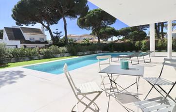 Infinity Pool mit Terrasse