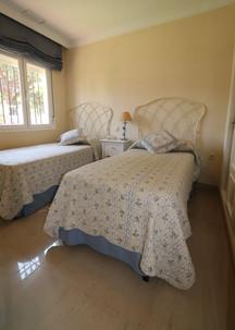 modern-bedroom-single-beds-ref40.jpg