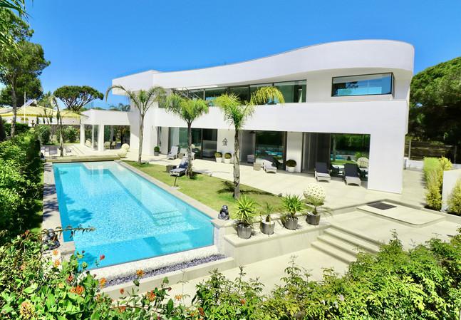 modern-luxury-holiday-home-pool-ref18jp