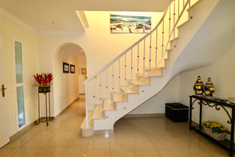 staircase-entrance-hall-ref40.jpg